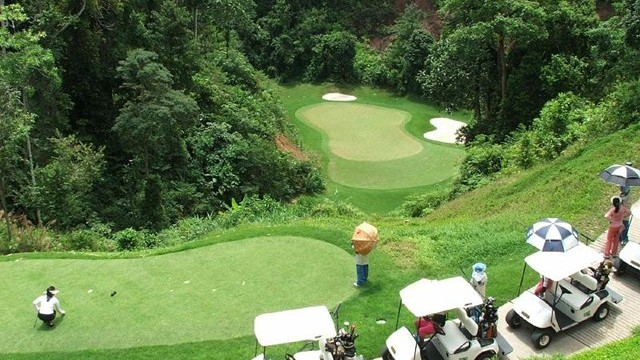 Red Mountain No. 17, Phuket, Thailand